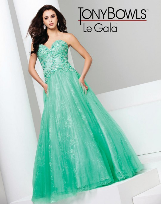 8bf3846bf086 Tony Bowls Le Gala 115518 Designer Gown: French Novelty