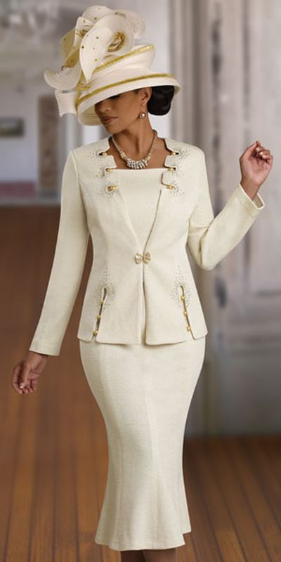 Turn the glam on with elegant women's suits from Sears. Having a few stylish women's suits adds a formal touch to any wardrobe. These sets are perfect for all types of formal and professional events.