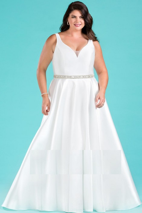 Sydneys Closet SC5222 Beautiful Plus Size Wedding Dress: French Novelty